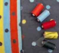barevné puntíky a proužky