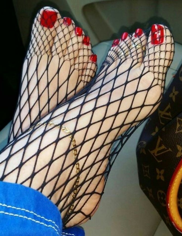 I could lick and suck these feet for hours