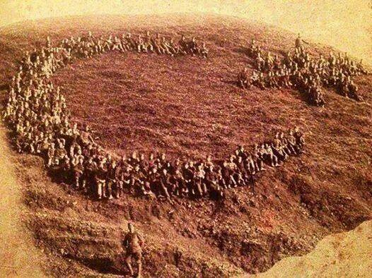 ✿ ❤ Çanakkale Savaşı' nda askerlerimizin yaptığı ay-yıldız.: