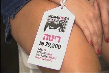 Toko ini Menjual Wanita Cantik dan Seksi?