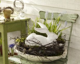 Like the idea of filling a large, stoneware bowl (or a wooden bowl) with a wreath and grass and something...not sure the bunny works for me...but very pretty centerpiece.