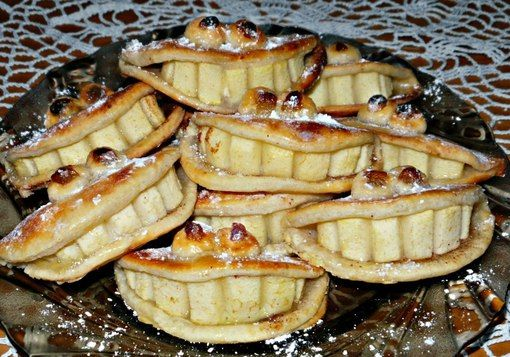 Tasty cottage cheese shortbread with apples and cinnamon. «Smile»