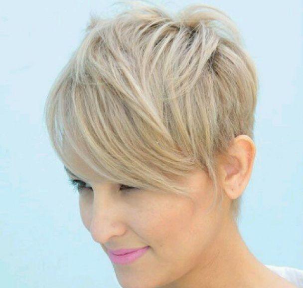 Dai un tocco estivo ai tuoi capelli: ecco per te una ricca collezione di corti biondi e soprattutto super cool!