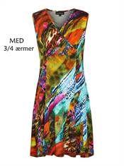 Bohéme kjole med swing i flot multicolor print med 3/4 ærme