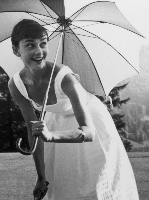 Audrey: Hepburn Grâcieus, Classic Beautiful, Sun Protection, Audrey Hepburn, Style Icons, White Summer Dresses, White Sundresses, Audreyhepburn, Happy Girls