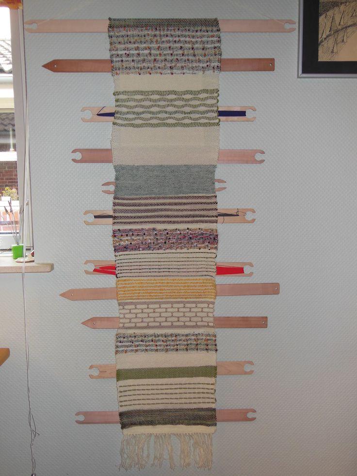 En sampler, som er lavet til skytte-holder. Vævet på min rammevæv