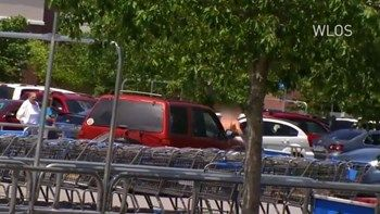 Έγκυος πάτησε με το τζιπ της άνδρα που της έκλεψε το πορτοφόλι - ΒΙΝΤΕΟ   Εικόνες από ταινία δράσης εκτυλίχθηκαν στο πάρκινγκ σούπερ μάρκετ στην Βόρεια Καρολίνα των Ηνωμένων Πολιτειών... from ΡΟΗ ΕΙΔΗΣΕΩΝ enikos.gr http://ift.tt/2t3IqB7 ΡΟΗ ΕΙΔΗΣΕΩΝ enikos.gr