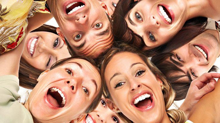 É interessante. Quando uma pessoa sorri, ele usa até 53 músculos. Homem sorrindo média sete vezes por dia.