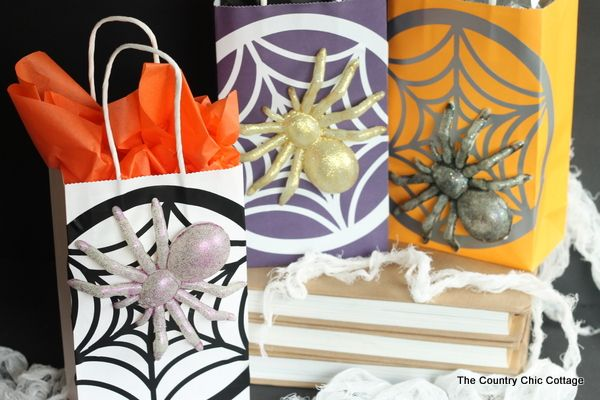 Halloween Gift Bags -- make these fun Halloween gift bags with items from the dollar store!