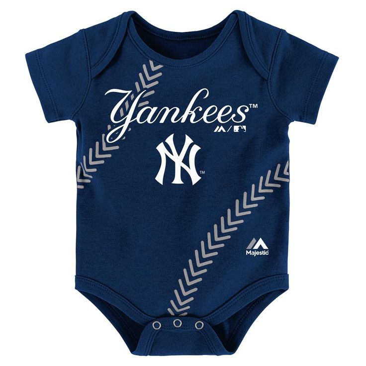 This Yankees Onesie is loaded with spirit! It features official screen-printed logos and team colors. It's got a fold over neck and three snap closures at the legs for fast and easy changes.