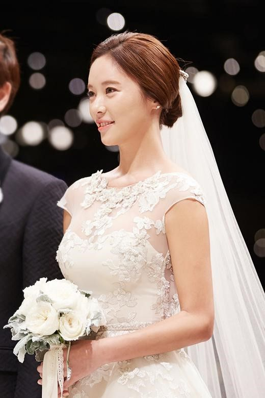 Photos from Hwang Jung Eum's star-studded wedding!