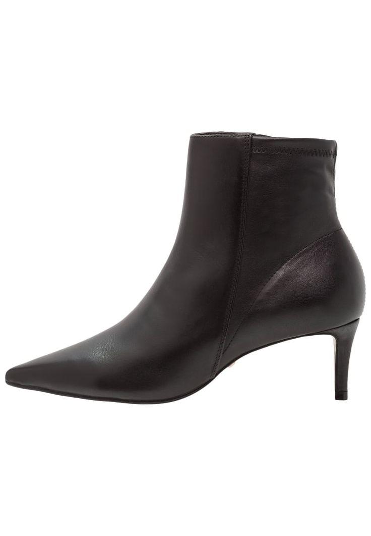 ¡Consigue este tipo de zapatos abiertos de Topshop ahora! Haz clic para ver los detalles. Envíos gratis a toda España. Topshop MAGIC Botines black: Topshop MAGIC Botines black Zapatos   | Material exterior: piel/piel de imitación, Material interior: cuero de imitación/tela, Suela: fibra sintética, Plantilla: cuero de imitación | Zapatos ¡Haz tu pedido   y disfruta de gastos de enví-o gratuitos! (zapatos abiertos, abierto, open, offene schuhe, zapatos abiertos, chaussures ouvertes, sc...