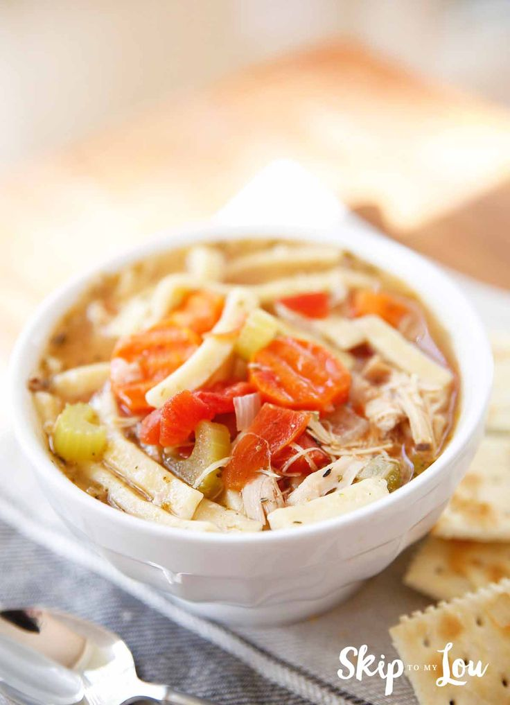 The best turkey noodle soup recipe! Perfect for thanksgiving leftovers and a warm cozy meal. #recipes #thanksgiving #soup