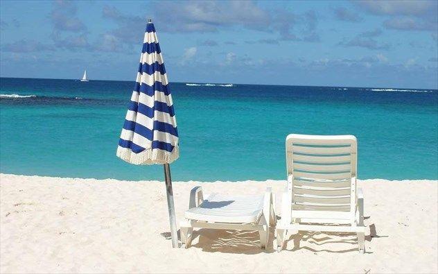 Τι κι αν γυρίσατε από τις διακοπές σας και επιστρέψατε στη δουλειά; Συνεχίστε τα μπάνια σας τα Σαββατοκύριακα σε προορισμούς που δεν βρίσκονται μακριά από την Αττική και μπορείτε να τους εκμεταλλευτείτε για μια ακόμη εκδρομή πριν φύγει το καλοκαίρι.