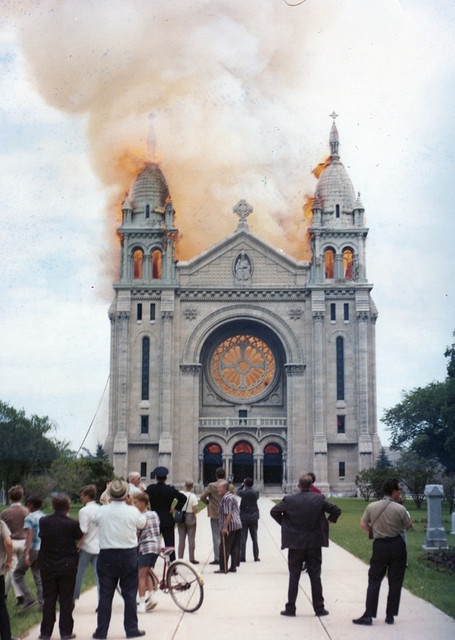 Cathedrale St. Boniface - en feu (1968)