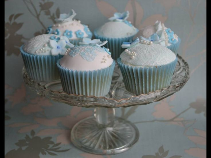 Something Blueveil cupcakes