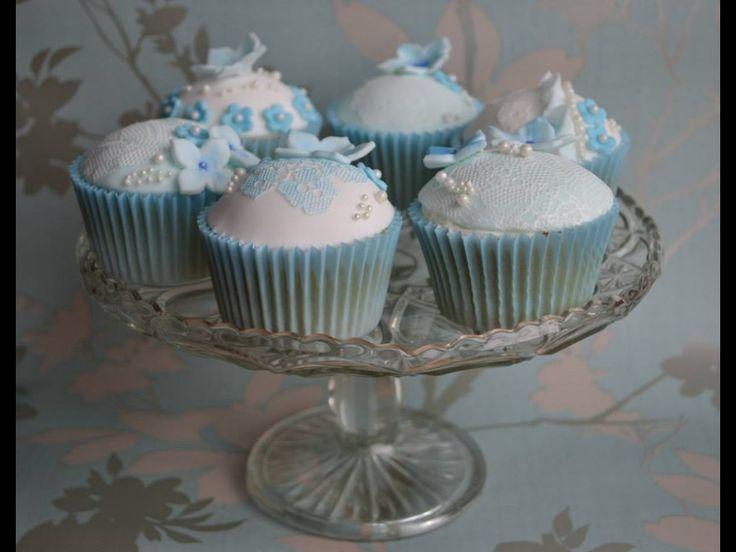 Something Blueveil cupcakes