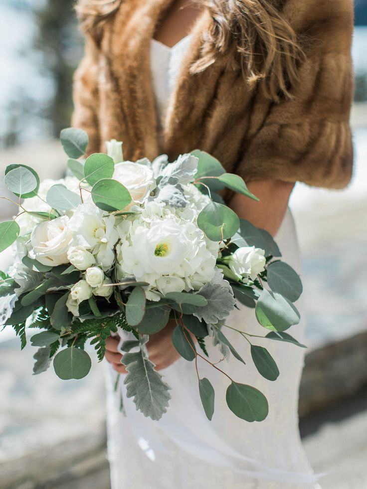 Lush white + green bouquet | Photography: Simply Sarah Photography