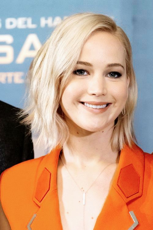 """Jennifer Lawrence at the photocall of """"Mockingjay part.2"""" in Madrid, 2015."""