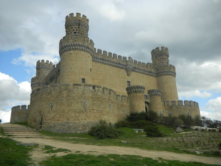 43 best images about castle looking homes on pinterest for Houses that look like castles