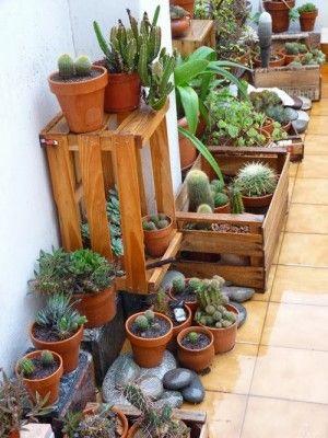 Cajas para decorar jardín, encuentra más opciones para reciclar en http://www.1001consejos.com/muebles-con-cajas-de-madera/