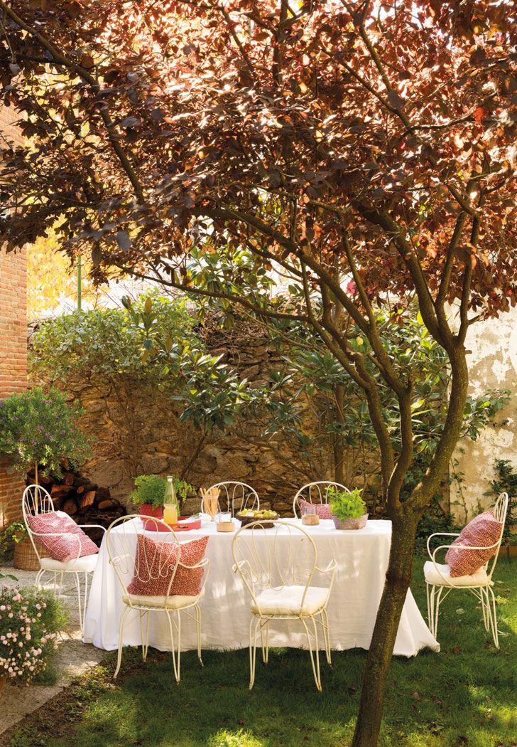 Чудесный белый интерьер в Испании | Солнечная квартира с камином и садом фото