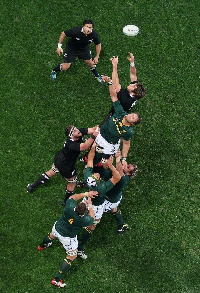 Awesome perspective of a line-out -- All Blacks vs. Springboks