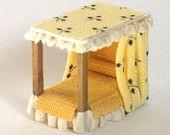 letto a baldacchino in legno e tessuto scala 1/120 per baby dollshouse