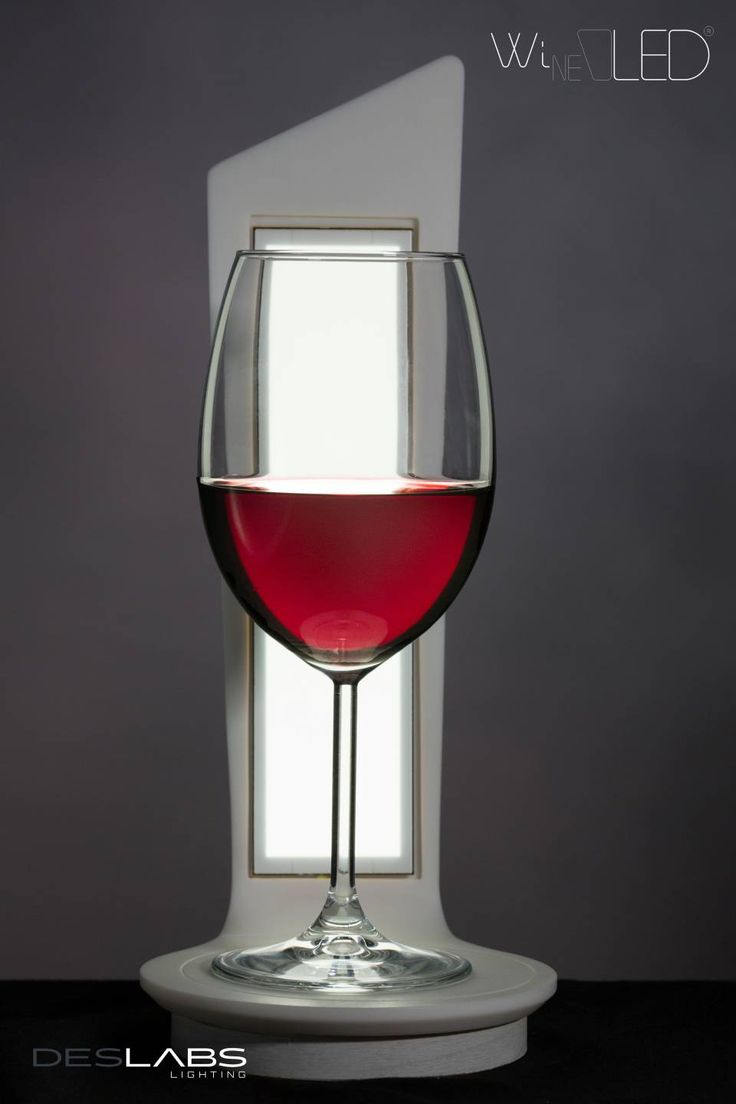 WineOLED: innovative wireless lamp in HI-MACS® for wine lovers. ©Tiziana Arici