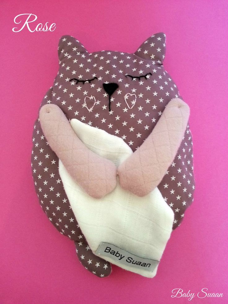 Peluche chat rose, coffret naissance par Baby-suaan