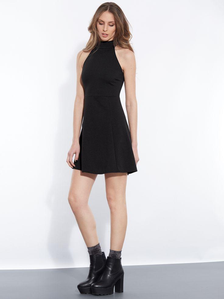 Πικέ φόρεμα με παρτούς ώμους