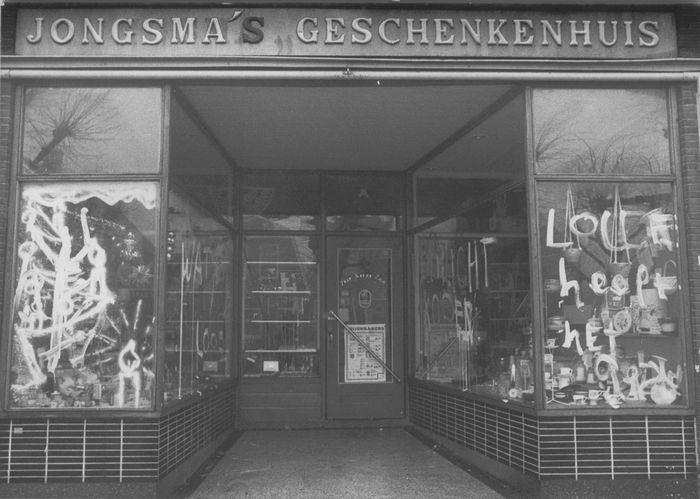 witkalken ramen bij Jongsmá geschenkenhuis traditie rond de jaarwisseling