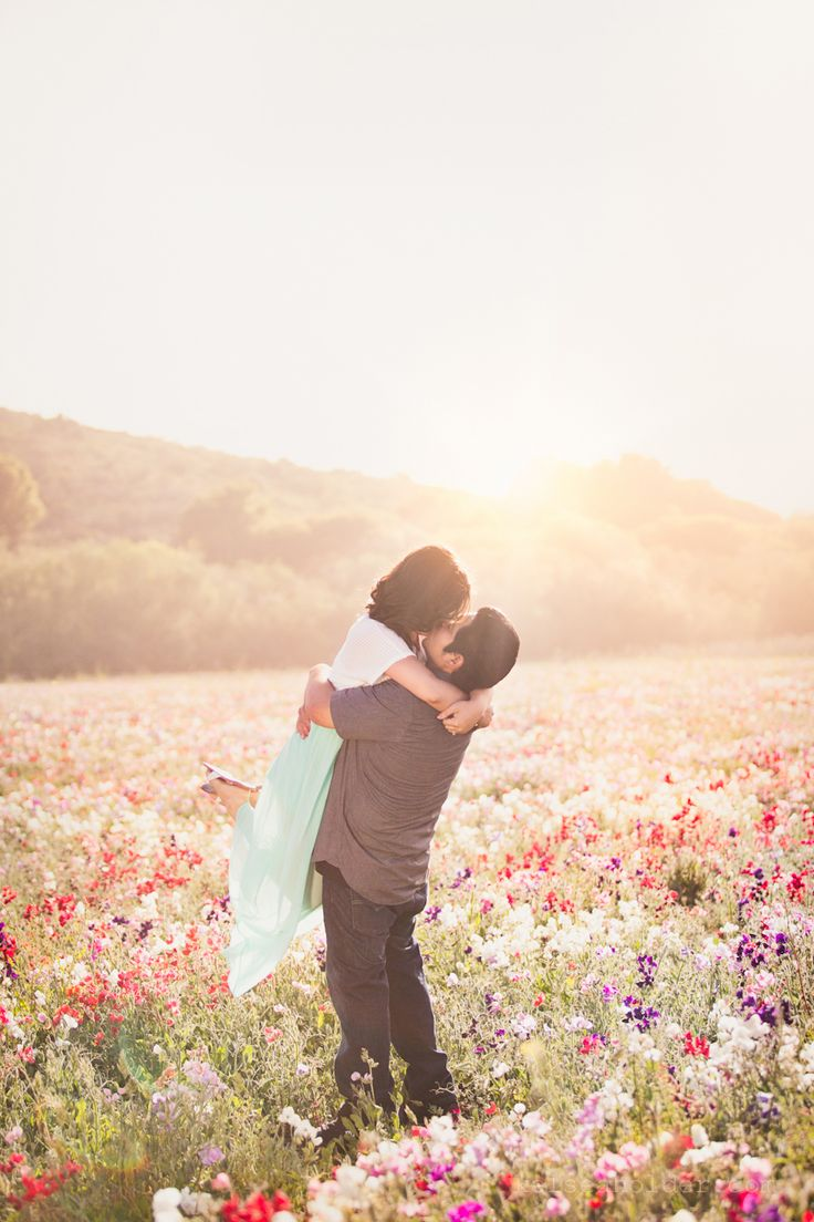 cute picnic in a wildflower field engagement photoshoot by kelsea holder photography. beautiful
