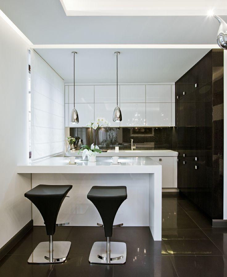 Nowoczesna kuchnia - klasyczna biel i czerń.  Idealna do każdego wnętrza.  www.ebano.pl  #meble #meblekuchenne #design #kuchnie