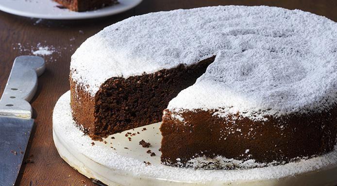 INGRÉDIENTS 300 g de noisette en poudre 5 œufs 100 g de beurre doux 300 g de sucre 80 g de cacao en poudre Sucre glacepour saupoudrer PRÉPARATION 1*Mettez une feuille de papier sulfurisé entre les côtés et la base du moule à charnière.Préchauffer le four à 180°. 2*Séparer lesœufs.Battre les blancs en neige et …