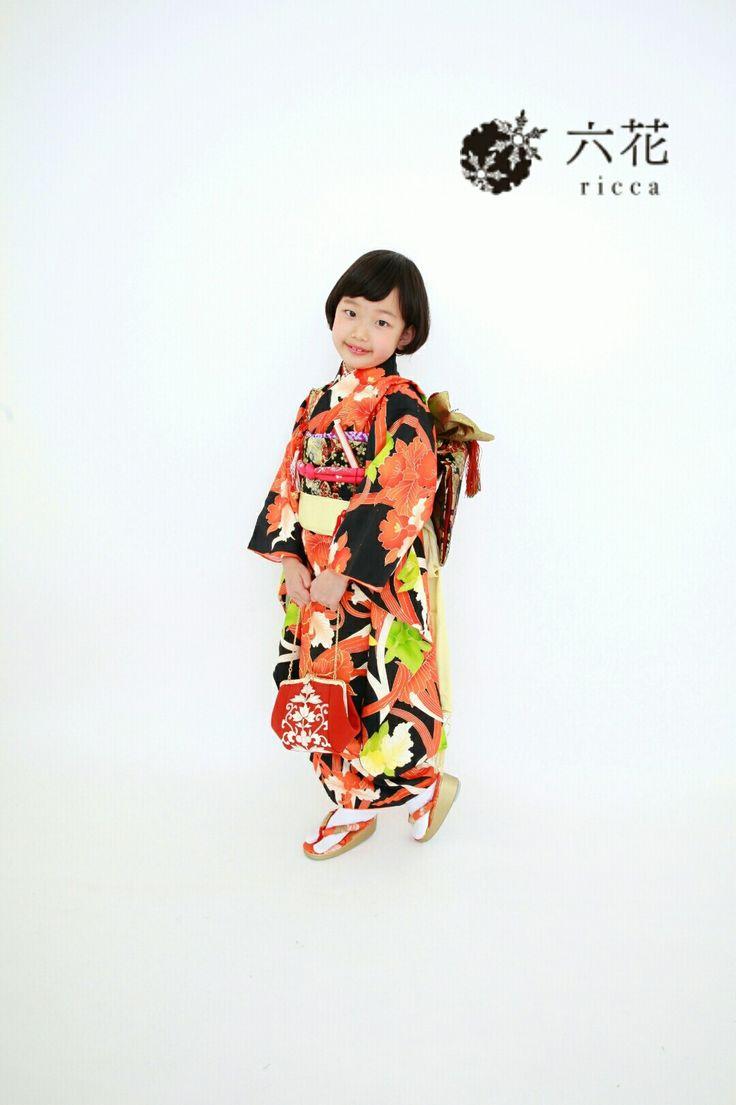 七五三 黒地の大胆な花柄 着物レンタル・着付け・ヘアメイク・撮影
