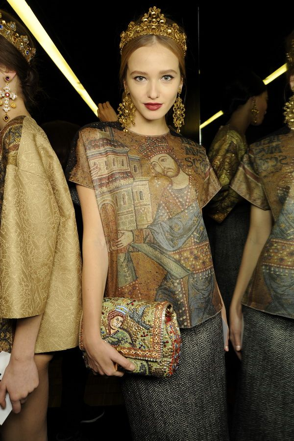 Backstage-at-the-Dolce-Gabbana-2014-Fall-Winter-Womenswear-Collection-Show-Makeup-Tips_48
