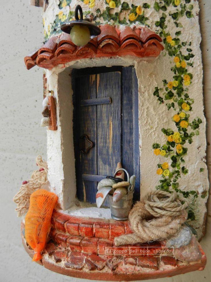 Mare (particolare) Tegole antiche decorate e dipinte a mano http://www.coppobuonricordo.it/2014/07/il-mare.html
