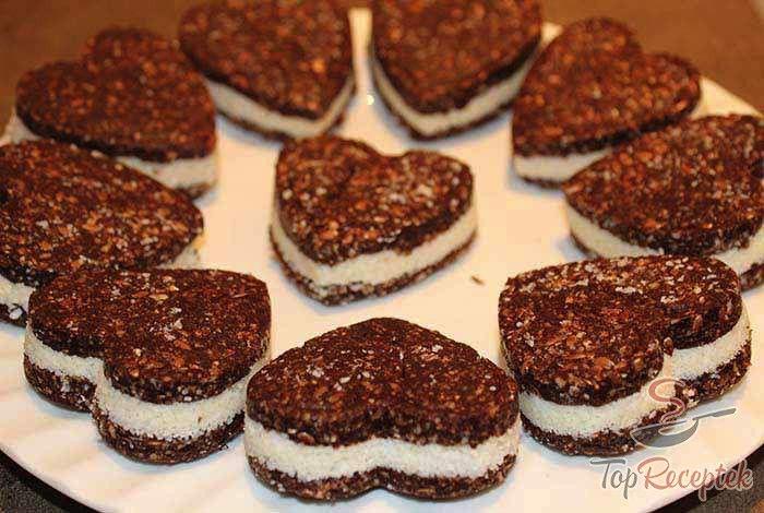 A közkedvelt Oreo-s keksz házi és egészséges változata, ráadásul nagyon egyszerűen elkészíthető - egészséges Oreos keksz sütés nélkül. Mi imádjuk, sőt, ajándéknak is tökéletes.