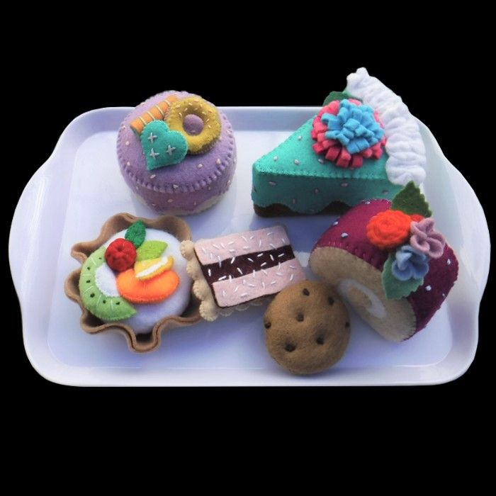 Felt cakes and cookies