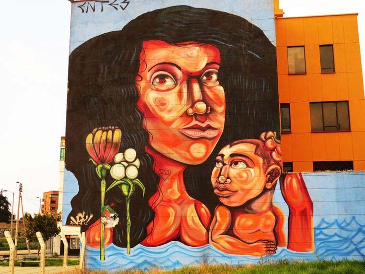 20. Graffiti de una mujer de raza negra bañándose con su hijo un un rio con flores.
