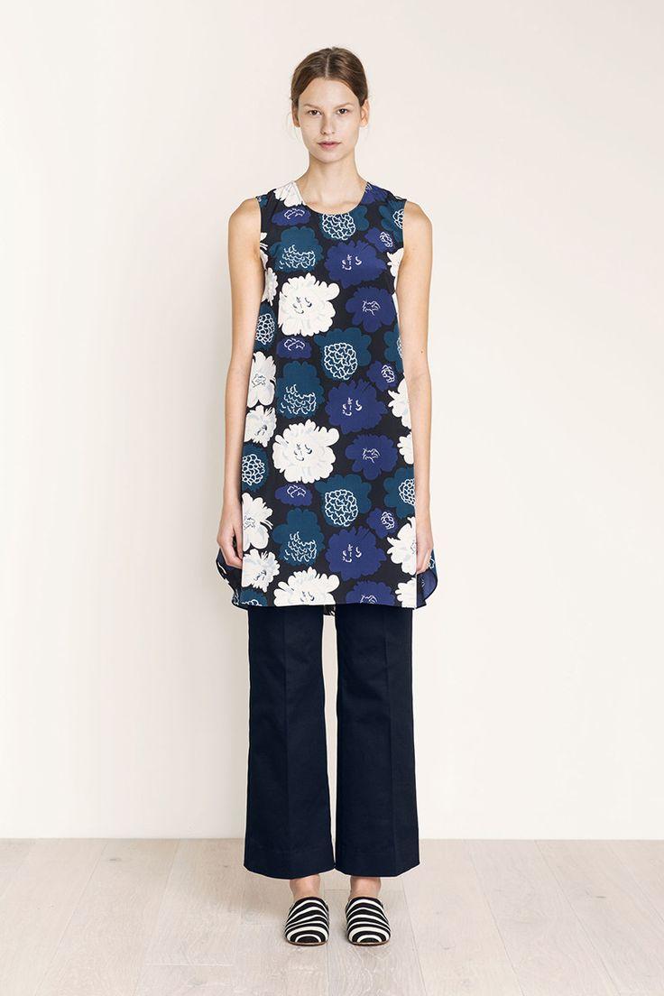 Collection: Fall 2016 Fashion. Print: Pieni Pioni by Maija & Kristina Isola 2009. Material: 100% silk. Description: Sleeveless A-line silk shift dress. Concealed back zip. Sideseam pockets. Length: 37