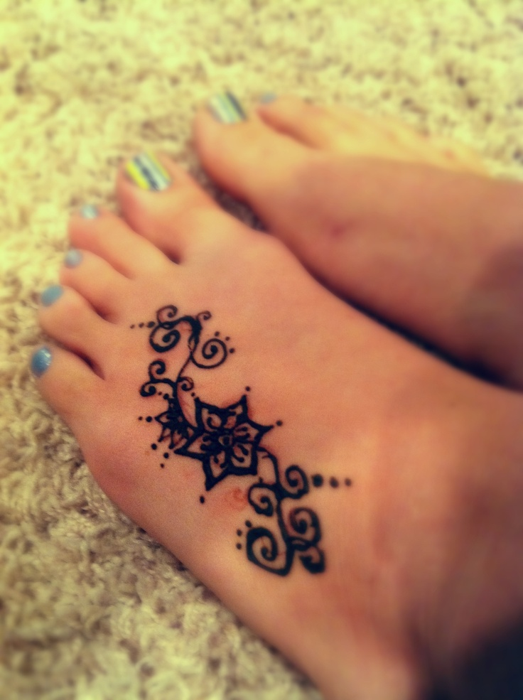 Henna lovin'...yes those are my feet.