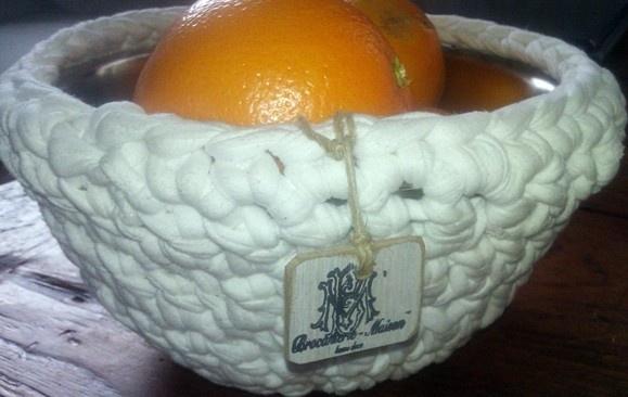 fruitschaal om gehaakt met wit lint