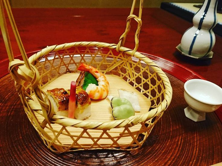 時には歳相応のものを頂く 大変美味しゅうございました #懐石 #辻留 #辻笛 #和食 #日本酒 #抹茶 #赤坂 #おもてなし #おいしい #美味 #寿司 #kaiseki #wasyoku #japan #tokyo #akasaka #zen by khikd_