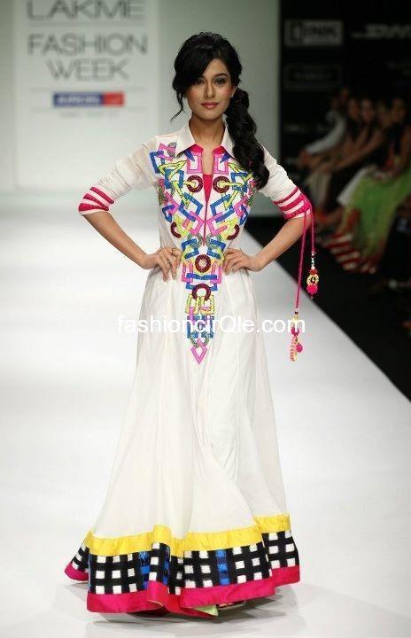 Amrita Rao @Amritaraotweetz Walks the Ramp 4 @Archana_Kochhar http://www.archanakochhar.com/ at @LakmeFashionWk 2012