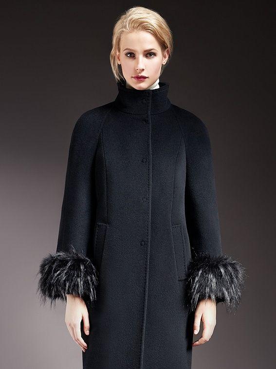 Элегантное пальто прямого силуэта с рукавом-реглан из ворсовой ткани. Модель имеет вертикальные рельефы, воротник-стойку, прорезные карманы и  застежку на кнопки.  Рукава  декорированы съемными манжетами из искусственного енота. Произведено с мембраной Raft Rro и утеплителем Thermore Eco Down. Это теплое зимнее пальто  займет достойное место в Вашем гардеробе.,                                      арт. 1016770p60299,                                      сос...