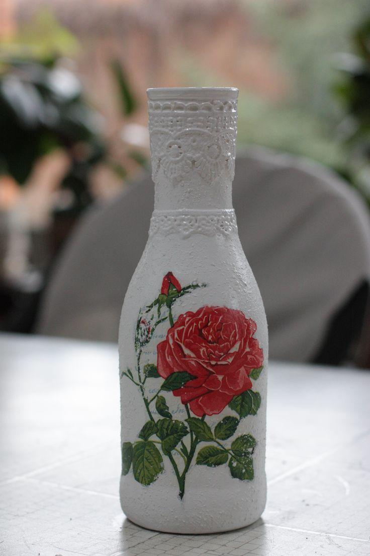 Ваза с крупной розой