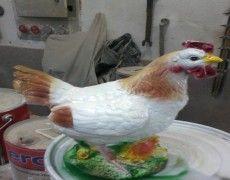Küçük Tavuk Heykeli