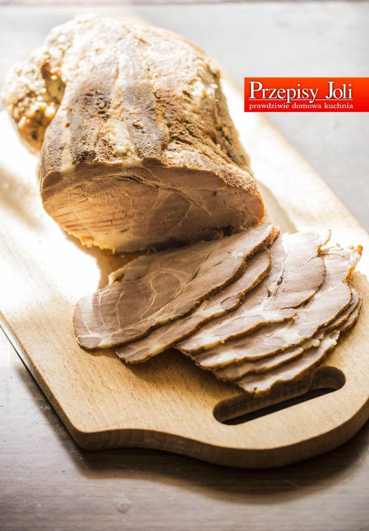 KARCZEK PIECZONY – idealny na większe imprezy (komunie, chrzciny, imieniny, spotkania). Składniki: 2 kg karczku 4 ząbki czosnku 2 cebule 2-3 łyżeczki soli 1 łyżeczka suszonego tymianku 1 łyże…